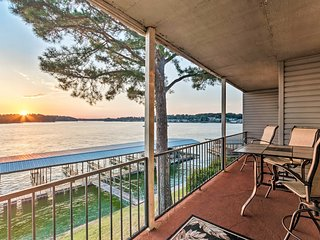 NEW! Sunset-View Resort Condo on Lake Hamilton!