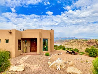 Rare Abiquiu Lakefront Home  - Experience O'Keeffe Country in Luxury. 360 Views!