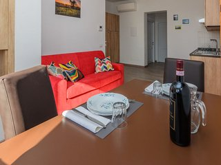 2 bedroom Apartment with WiFi and Walk to Shops - 5812105
