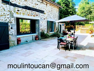 Gîte du Moulin Toucan. 4 star 3 bed on River Vincou, Full equip and private pool