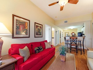 Tropical escape w/ community pool & hot tub, private laundry -easy Gulf access!