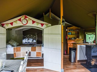 Eversfield Safari Tents - Glamping on an organic farm