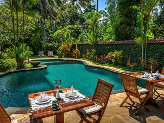 4 BR Villa with Pool & Garden View - Breakfast Close to Ubud Center