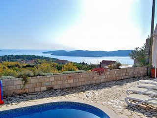 Villa Tony - Five Bedroom Villa with Terrace, Swimming Pool and Sea View