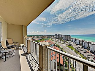 Elegant Condo in Prime Locale | Gulf Views, 3 Pools & Hot Tub | Steps to Sand