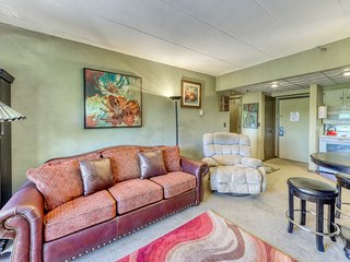 NEW LISTING! Cozy condo with shared pools, hot tub, sauna & close to the slopes!