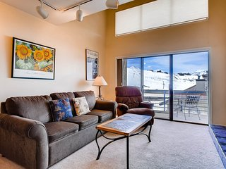 1 Br + Loft With Mountain Views