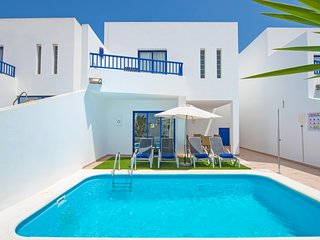 3-Bedroom vacation villa with private pool & BBQ just behind Marina Rubicon