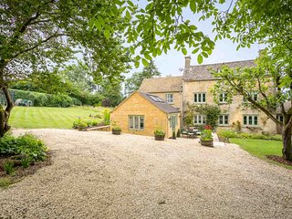 Laurel Tree Cottage is an exquisite family home set in extensive grounds.