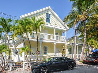 Cozy, dog-friendly condo in Old Town - walk to beach, dining, & attractions