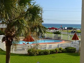 2BR/2BA condo, just across the street from the beach!
