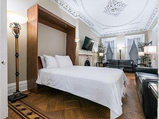 Sleeps 10 - 3 Bedroom - 2 Bath - 5 Beds - BBQ - Yard - Just 7 Minutes to NYC 124