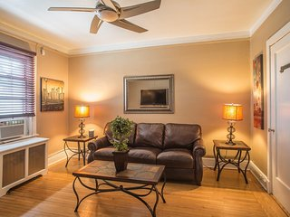 Sleeps 4 - 1 Bedroom - 1 Bath - 2 Beds - Pelham Station - 28 Minutes to Grand Ce