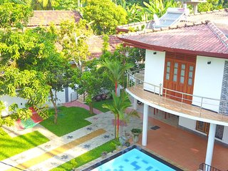 Situated in Induruwa, appox. 150 M to the beach. Nice garden and pool