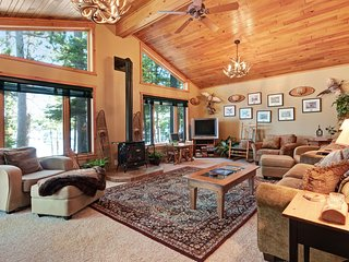 Lakefront cabin w/private dock, fire pit & gas fireplace - wonderful views