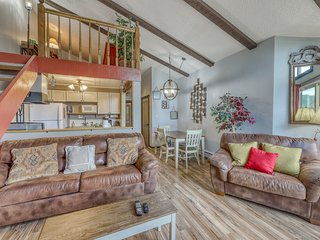 NEW LISTING! Mountain views at this dog-friendly condo w/ fireplace, & deck!
