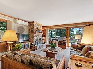 Beautiful lakefront house w/ beautiful views, dock, kayak & cozy fireplace!