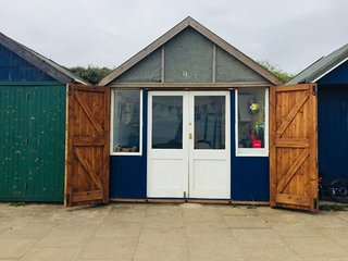 Comfy Holiday Home with Free Beach Hut Access