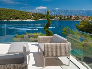 Puntinak Villa Sleeps 8 with Pool Air Con and WiFi - 5812186