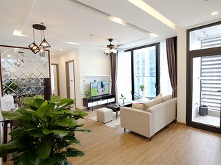 Deluxe 2BR Condo in Hanoi Center, Swimming Pool, Shopping central