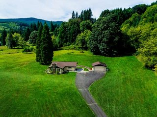 Amazing Views on Private Acres With Path to Creek,10 Min to Lake Merwin, Great B