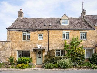 Pear Tree Cottage is a traditional cottage, built from the local limestone