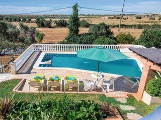 Salgados Villa Sleeps 6 with Pool and Air Con - 5812219