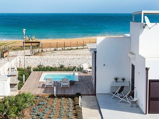 Noto Villa Sleeps 6 with Pool and Air Con - 5812227