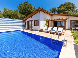 2 bedroom Villa with Pool, Air Con and WiFi - 5812130