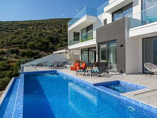 4 bedroom Villa with Pool, Air Con and WiFi - 5812136