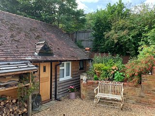 The Little Barn - Beautiful self catering conversion close to NT, Goodwood