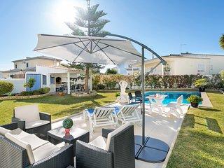 Armacao de Pera Villa Sleeps 6 with Pool and Air Con - 5812215