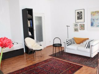 Berlin-Schoeneberg: Sunny Studio, 5th Floor, Lift, Balcony, Lockable Parking
