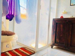 Estudio Private Bath & Kitchenette