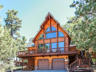 Black Diamond Chalet Ultra Spacious Ski In Bear Mountain Slopeside Chalet / Game