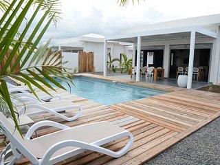 Villas de prestige neuves avec piscines privées proche des plages et du golf