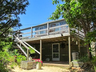 Cape cottage w/ a full kitchen & furnished deck - steps from private beach