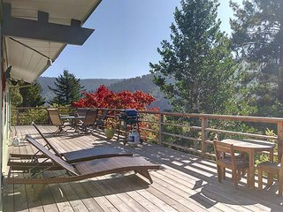 Viewcrest Retro Country Home * Redwood National Park,Ocean & Mtn Views