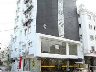 Falcons Nest Lariviera Suites, holiday rental in Hyderabad