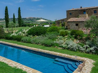 Villa Pienza, Val d'Orcia luxury accommodation with pool and A/C for 12 persons
