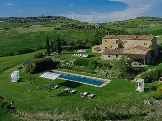 Luxury villas with 6 bedrooms, private pool & A/C in the Valdorcia, Villa Pienza