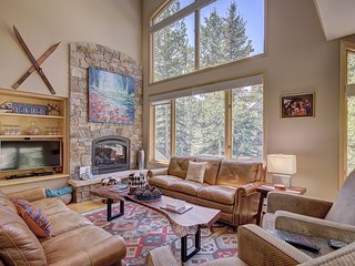 FREE SkyCard Activities - Luxury Property, Ski-in/Ski-Out, Private Hot Tub