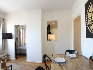 Pretty 2 rooms in the city center