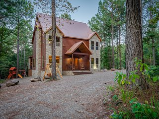 New Family Log Cabin, Aug. 2019, Book a September Stay and receive 10% OFF