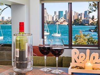 THE ULTIMATE EXPERIENCE-WATERFRONT APARTMENT WITH AMAZING SYDNEY HARBOUR VIEWS