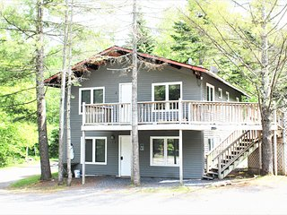 Units (1,2) Ahmeek . Entire House two 3br units. Fireplaces, Hot Tub