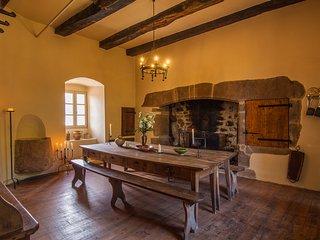 Commanderie de Rulhe le Haut (Aveyron) - Gite medieval *****