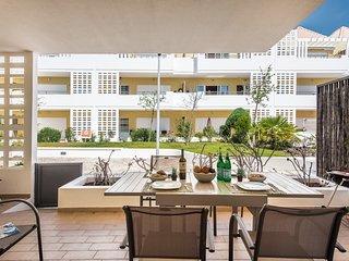 Apartment Gaio | Sleeps 4 enjoy WIFI, Air con, Shared pool