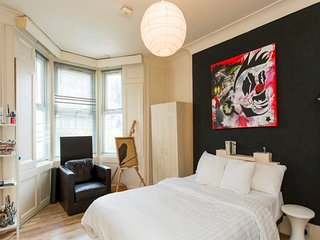 Chalk Farm Artist's Apartment near Camden (RU/CL)