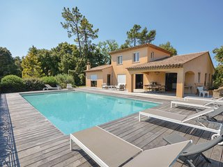 Nice home in Montauroux w/ WiFi, Outdoor swimming pool and 4 Bedrooms (FCV755)